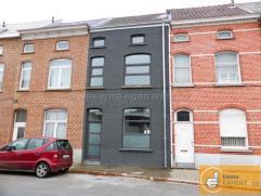 Deze compleet gerenoveerde woning bevindt zich in het centrum van Aalst en omvat een inkomhal, een living met eetkamer, een grote keuken met groot sch