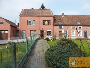 Au centre de Ninove et à un jet de pierre des transports en commun, écoles et magasins vous trouverez cette maison avec jardin accueilla