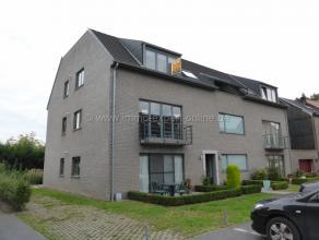 Dit schitterende dakappartement ligt net buiten het centrum van Aalst en omvat een volledig uitgeruste open keuken met granieten aanrecht, een ruime w