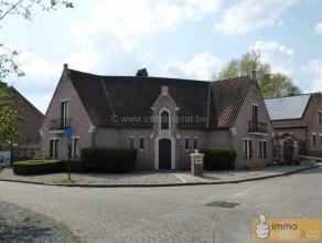 Villa imposante avec 4 chambres à coucher, garage et panneaux solaires !<br /> <br /> Cette villa dispose un hall d'accueil, un living spacieux