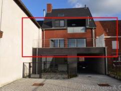 Ruim nieuwbouwappartement op eerste verdieping met prachtig, supergrroot terras (ca. 39m²!) en een open autostaanplaats in het hartje van