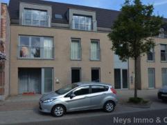 Tof, recent en modern ingericht gelijkvloersappartement met SUPER centrale ligging in Kalmthout. Het appartement bestaat uit een woonkamer met open, m