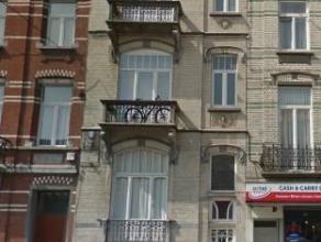 Bel appartement moderne avec 1 chambreau 2ème étage, comprenant salon avec cuisine ouverte (+-34m²), chambre (+-14m²), s