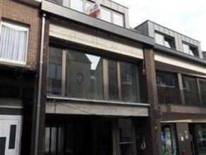 Zeer aangename duplex in een klein gebouw in het centrum van Meise. Bestaande uit een inkomhal, een aparte w.c., ingerichte keuken met veel ruimte voo