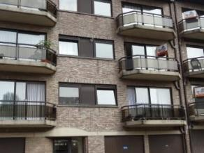 Appartement très lumineux avec 2 terrasses situé au3ième étage dans un petit immeuble.Lliving (+/- 39m&s