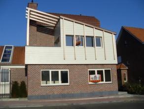 Gelijkvloers appartement in een klein nieuwbouw op wandelafstand van het centrum van Meise. Bestaande uit living met open keuken (+/- 38 m) en toegang