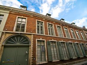 Dit prachtige appartement bevindt zich op een uiterst goede locatie centrum Leuven. Er is een parkeerplaats optioneel beschikbaar (85 euro). Het gebou