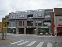 Mooi, recent ('13) appartement in het hartje van Ruddervoorde en nabij winkels met zicht over de markt. In de prijs is ook een handige garage inbegrep