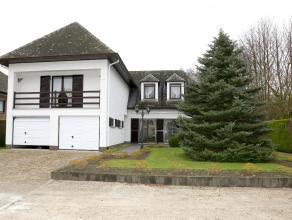Prachtige villa in uitstekende staat van onderhoud, op een perceel van 1658m² en voorzien van een dubbele inpandige garage. Indeling en omschrijv