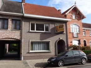 Centraal gelegen woning in het centrum van Gierle, voorzien van 3 slaapkamers. Indeling en omschrijving:Gelijkvloers;Inkomhal dewelke toegang verschaf