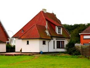 Vrijstaande woning met gevel in barokstijl, gelegen in woongebied, op een perceel van 600m². Indeling en omschrijving: Gelijkvloers:Inkomhal welk