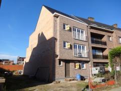 Appartement met veel lichtinval , op wandelafstand van het centrum, voorzien van 2 slaapkamers en terras. Indeling en omschrijving; Inkomhal met gaste