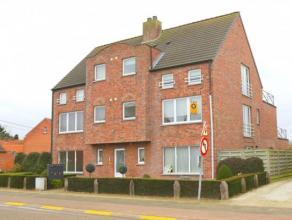 Appartement op de 1ste verdieping met 2 slaapkamers ( ca. 300m van het centrum en station ). Indeling en omschrijving: Inkomhal met toegang tot de van