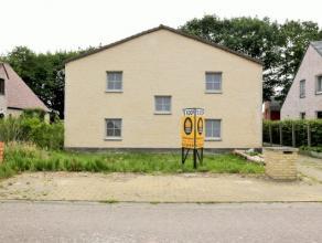 Deel gerenoveerde woning met 5 slaapkamers, op een rustige locatie en dit op het einde van een verkeersluwe straat. Indeling en omschrijving:Gelijkvlo