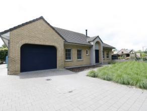 Zeer ruime , instapklare woning op een rustige locatie met een bewoonbare oppervlakte van 250 m², voorzien van verwarmd zwembad, op een perceel v