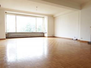 Instapklaar appartement op de tweede verdieping in gebouw met lift. <br /> Dit appartement bestaat uit een inkomhal, apart toilet, bergruimte, drie sl