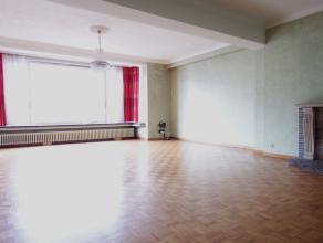 Instapklaar appartement op de eerste verdieping in gebouw met lift. <br /> Dit appartement bestaat uit een inkomhal, apart toilet, bergruimte, drie sl
