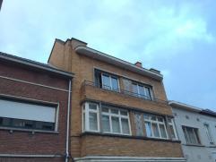 1 slaapkamer duplex-appartement op 2e verdieping. Het appartement omvat een inkomhal, woonkamer met eetkamer, keuken, badkamer, toilet, 1 slaapkamer o