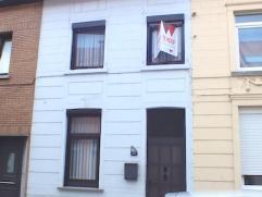 Instapklare woning in het centrum van Aalst! Deze woning bestaat op het gelijkvloers uit een eetplaats, leefruimte, ingerichte keuken ( oven, vaatwas,