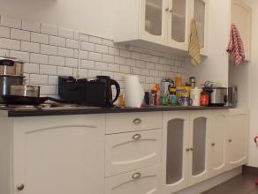 Instapklare volledig vernieuwde woning te koop te Ronse ! Deze woning werd volledig vernieuwd en bestaat uit een inkomhal, berging, ruime leefruimte