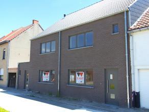 24 OKTOBER KIJKDAG VAN 10 TOT 12 UUR!  Prachtige nieuwbouwwoning te koop in een rustige straat te Aalst ! Deze woning omvat een inkomhal, toiletrui