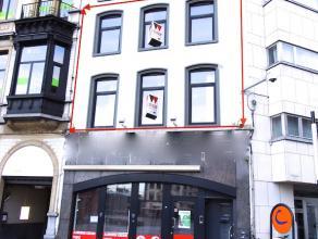 Ruim en karaktervol appartement met topligging te Aalst! Dit duplex-appartement in een recent totaal gerenoveerd appartementsgebouw bestaat op de eers