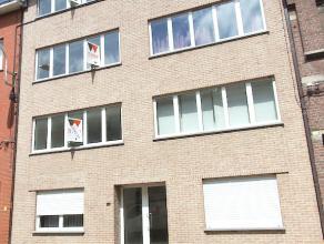 Instapklare penthouse nabij het centrum van Aalst! Dit energiezuinig en goed onderhouden appartement bestaat uit een inkomhal met parlofoon, apart to