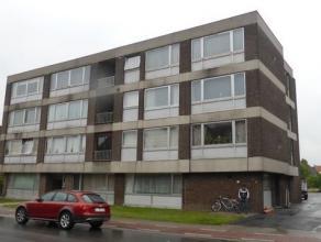 Comfortabel appartement in de stadsrand. 2 slaapkamers met parketvloer. Ruime woonkamer met parketvloer aan de voorzijde. Aparte keuken. Badkamer met