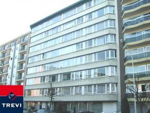 Koekelberg, bel appartement spacieux de 110 m² avec vue dégagée, situé au 3ème étage sur 7 - Living 32 m²
