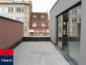 Laeken, dans nouvelle petite construction sans charges, au dernier étage, magnifique penthouse 71m² composé: hall d'entrée,