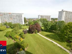 Laeken, bel appartement ensoleillé de 90 m² situé dans un parc privé du quartier de Wand. Au 9ème étage d'un i