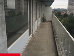 LAEKEN, à proximité du quartier de Wand, appartement 2 chambres de 80m² se composant de : un hall d'entrée, d'un living de 3