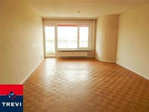 Laeken, quartier Pagodes, à proximité des transports en commun, bon appartement 105m² composé: hall d'entrée, living