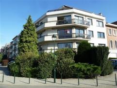 Laeken, quartier Pagodes/Tour Japonaise, dans petit immeuble, appartement de coin très lumineux de 120m² composé: hall d'entr&eacut