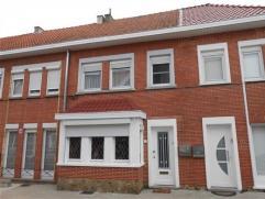 Groot-Bijgaarden, in een rustige straat, mooie gesloten bebouwing van 110m² op een terrein van Â150m², bestaande uit: living 35m²
