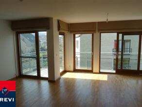 Evere, dans un clos calme et verdoyant, situé au 2ème étage d'un immeuble datant de 2007, magnifique appartement en parfait &eacu