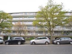 FOREST, à proximité de l'Altitude 100 (transports en commun, commerces et parcs), lumineux appartement de 90m² habitables +