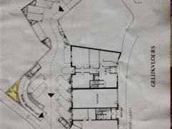 Autostaanplaats te huur aan 30/maand. Gelegen in de bovengrondse prive parking van residentie Metropool, in een bocht. Zie grondplan.
