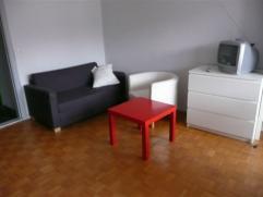 A 2 pas du Berlaimont et de Schuman: studio complètement rénové de 35 m² dans un building de 7 étage, le studio se tr