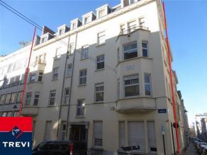 BRUXELLES / Très belle localisation, à 50m de la place Stéphanie et de l'avenue Louise, superbe immeuble du début du 20&eg