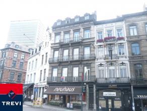 BRUXELLES, à proximité Sablon, au 4ème et dernier étage d'une belle maison, agréable petit appartement de 40m²