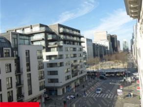 BRUXELLES, dans le Centre, proche de la Bourse, situé dans une construction récente, bel appartement duplex de ±93m² habitab