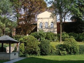 BRUXELLES CENTRE (Saint-Josse-Ten-Noode), quartier Botanique, proche des transports en commun, superbe pavillon de 169m² habitables. Hall