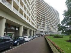 FOREST limite Uccle, dans un environnement résidentiel et verdoyant, appartement de 140m² habitables à rénover. Livi