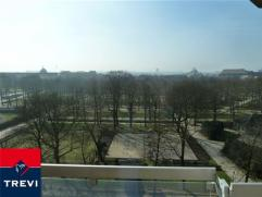 BRUXELLES, magnifique appartement très lumineux idéalement situé dans le quartier européen de Bruxelles, en face du parc e