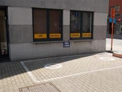 Autostaanplaats te huur, rechter zijgevel van residentie metropool !huurprijs : 50 euro/maand  Alg kosten 5 euro/ maand.