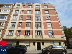 FOREST, proximité Molière et Altitude 100, au 5ème étage d'un bel immeuble des années ?30, bel appartement enti&egr