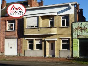 Lebbeke:Deze woning met veel mogelijkheden is gelegen op een perceel van 120m² en heeft een bewoonbare oppervlakte van 196m². Bovendien ligt