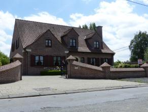 Lebbeke;Te Lebbeke hebben wij voor u deze zeer ruime villa op rustige toplocatie op grens met Buggenhout en Opwijk. in de aanbieding. Deze woning omva