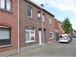 Te Opwijk hebben wij voor u deze zeer mooi gerenoveerde woning te Opwijk in de aanbieding. Op het gelijkvloers heeft de woning een ruime living met op